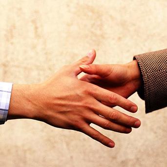 stretta di mani