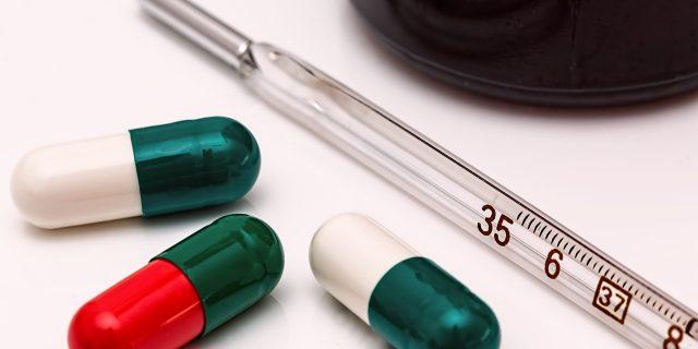 termometro pillole malattia